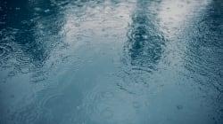 La pluie entraîne des inondations à plusieurs endroits et certaines
