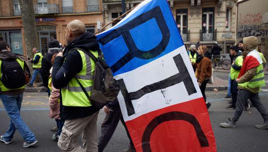 Philippe annonce un débat sur le référendum d'initiative