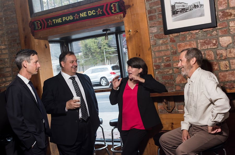 Edward Price, Walter Shaub, Sharon McGowan et Mike Cox à Washington, le 10 octobre 2017.