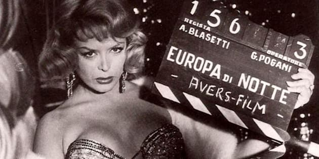 Coccinelle, la vedette de cabaret trans des années 50 et 60 à laquelle Paris rend hommage