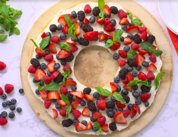 Best Bites: Christmas wreath fruit cookie cake