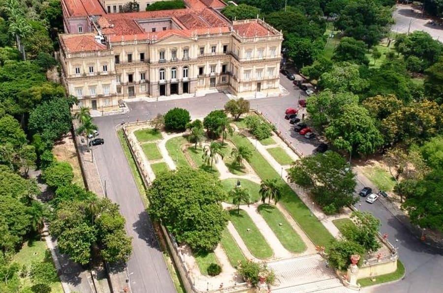 Localizado na Quinta da Boa Vista, em São Cristóvão, Zona Norte do Rio,  o Museu Nacional abrigava um acervo de cerca de 20 milhões de itens.