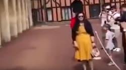 El brutal empujón de un Guardia Real británico a una turista asombra en