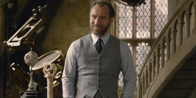 """Dumbledore est joué par Jude Law dans """"Les animaux fantastiques 2"""" en salles le 14 novembre."""