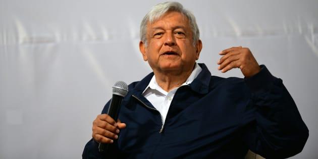 """El candidato presidencial de Juntos Haremos Historia, Andrés Manuel López Obrador, habla durante una conferencia sobre """"Paz y Justicia en México""""."""