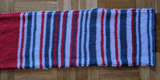Sara Weber, la fille de la tricoteuse, a partagé sur Twitter l'histoire de cette écharpe.