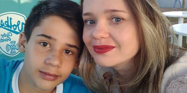 """No Instagram, Barbara Melo, mãe de João Pedro, uma das vítimas, fez um apelo: """"Não julgue o nosso filho, a nossa família pelas notícias que vc [sic.] tem lido""""."""