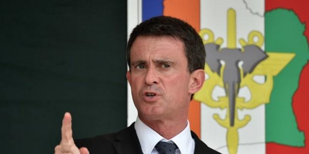 """En déplacement en Afrique de l'Ouest, Manuel Valls a déclaré que la gauche française pouvait """"devenir la plus bête du monde"""""""