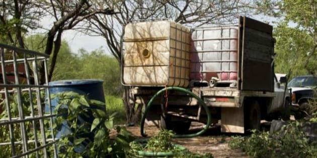Vehículos usados por los huachicoleros para el contrabando de combustible.