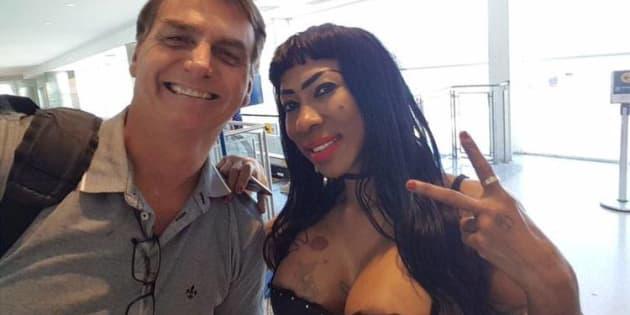 Ao ser criticada e questionada por seguidores, Inês explicou o motivo pelo qual tirou a foto com o deputado.