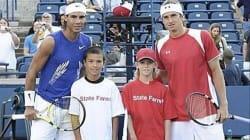 Sur cette photo de 2008, Nadal pose avec un enfant qui allait le vaincre 9 ans plus