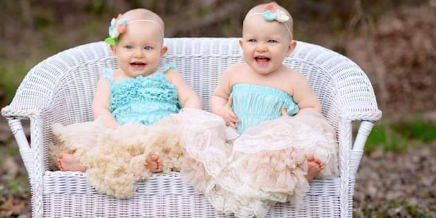 Âgées de presque deux ans, Maddie et Scarlett réinterprètent régulièrement la scène du film de Disney.