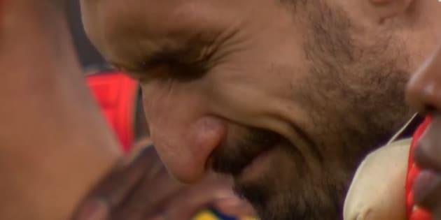 Les larmes de Chiellini pendant la minute de silence en hommage à Astori à Wembley ce 7 mars 2018.
