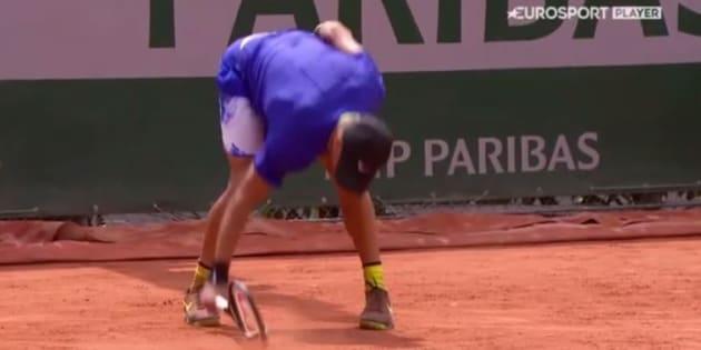 A Roland-Garros, Borna Boric pète un plomb et sa raquette de tennis