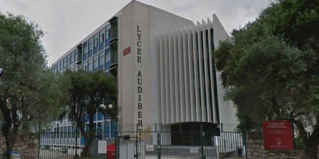 Quatre élèves du lycée Audiberti d'Antibes ont sauvé leur prof de sport.
