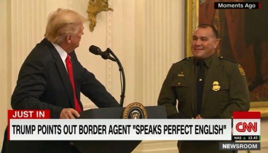 En présentant ce policier latino-américain, Trump a cru bon de préciser qu'il
