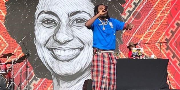 Rincon Sapiência foi um dos artistas que homenagearam a vereadora Marielle durante o 1º dia do Lolla.