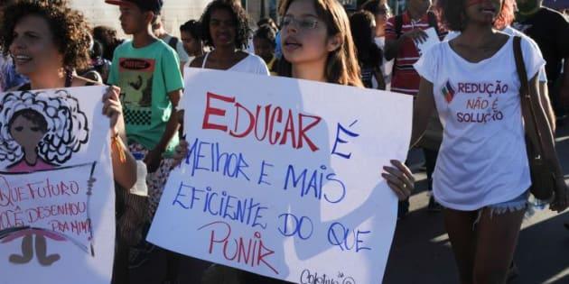 Manifestantes contra redução da maioridade penal em ato na Esplanada dos Ministérios, em Brasília, em junho de 2015.