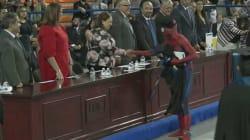 VIDEO: Spiderman se gradúa de Derecho en la Universidad Autónoma de Ciudad