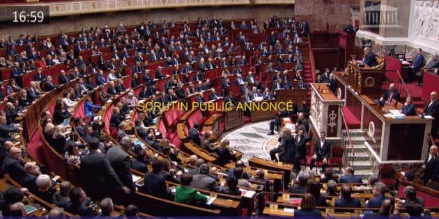 L'Assemblée nationale a adopté la loi anticasseurs mais 50 députés LREM se sont abstenus.