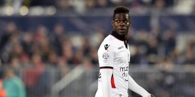 """Mario Balotelli se demande si """"le racisme est légal en France ou seulement à Bastia"""""""