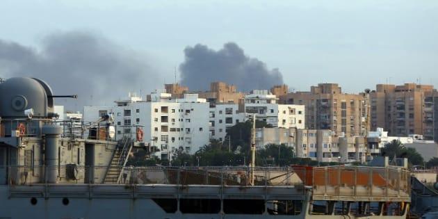 A Tripoli, le chaos règne après des affrontements entre les pro et les anti-gouvernement.