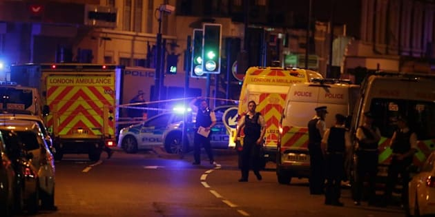 Une camionnette fauche plusieurs piétons devant une mosquée de Londres, un homme arrêté