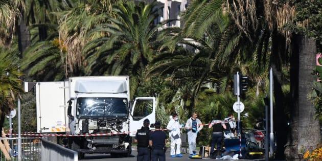 Attentat de Londres: attaques au couteau et à la voiture bélier, le défi sécuritaire d'un terrorisme sans moyen et à la portée de tous (Photo: le camion qui a servi à commettre l'attentat de Nice le 14 juillet 2016)