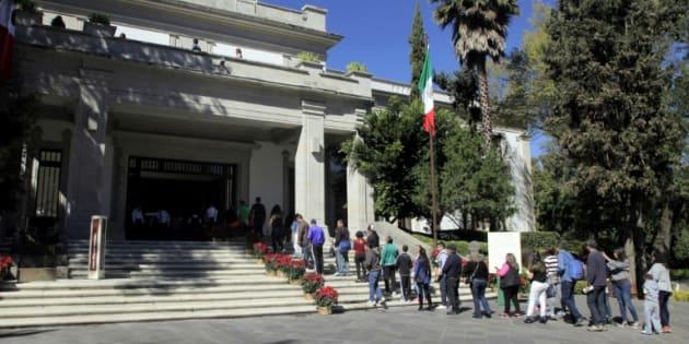 Fila para entrar em Los Pinos, outrora residência presidencial mexicana, na Cidade do México, em 2 de dezembro de 2018