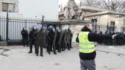 Violences devant l'Assemblée nationale, un manifestant a eu la main