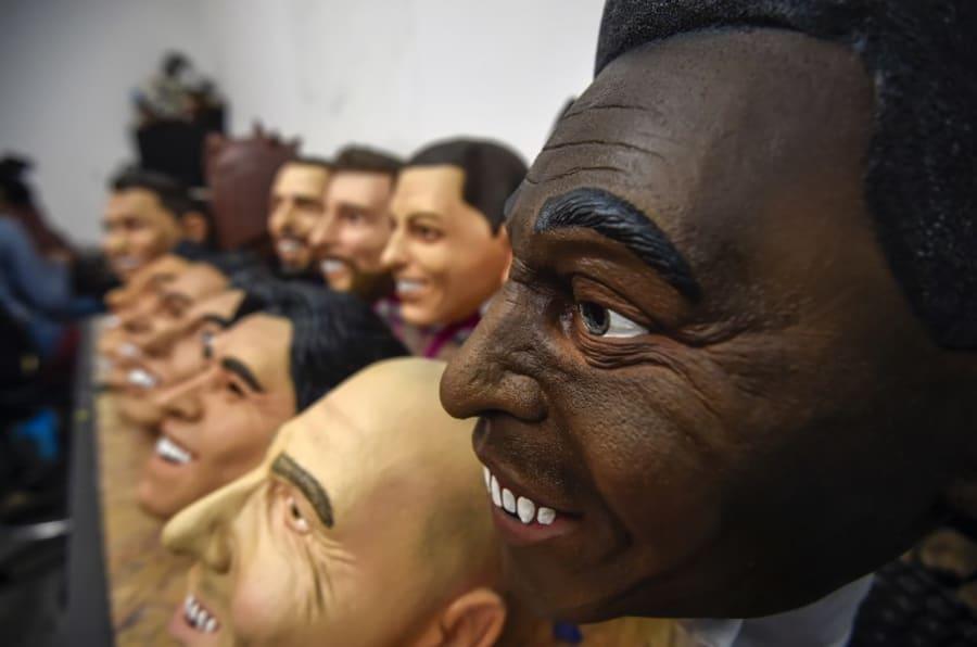 Máscaras de látex de jugadores de fútbol, hechas en Morelos, México.