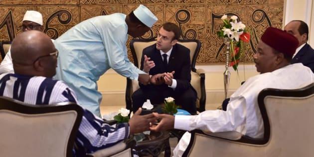 """Pour l'arrivée d'Emmanuel Macron au Mali pour le """"G5 Sahel"""", des jihadistes publient une vidéo d'otages"""