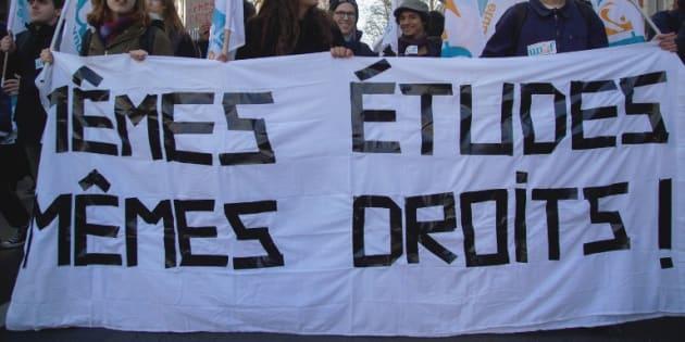 """Une manifestation contre le stratégie """"Bienvenue en France"""", qui prévoit notamment la hausse des frais pour les étudiants étrangers, le 13 décembre 2018 à Paris."""