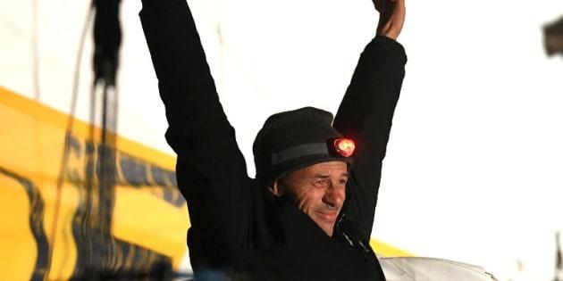 Le dernier skipper du Vendée Globe Sébastien Destremau a franchi la ligne d'arrivée 50 jours après le vainqueur