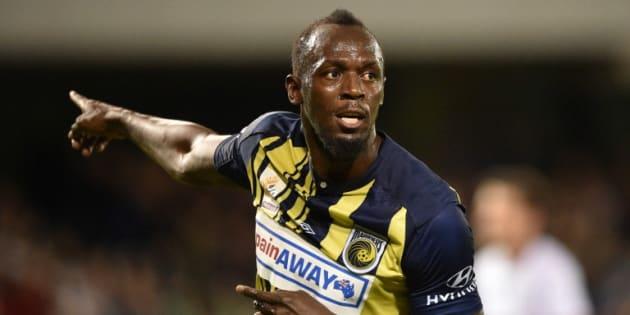 L'ancien sprinteur jamaïcain Usain Bolt a inscrit les premiers buts de sa nouvelle carrière de footballeur