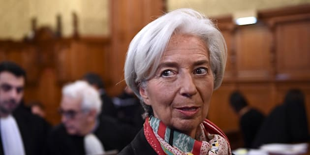 Affaire Tapie: Christine Lagarde entre l'obligation de se défendre et le besoin de ne pas trop en dire