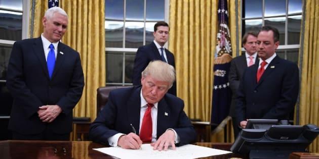 Pour son premier décret, Donald Trump cible l'Obamacare