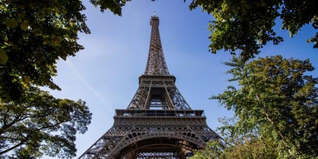 La tour Eiffel devrait bientôt être clôturée par un mur de verre pare-balles, selon le Parisien