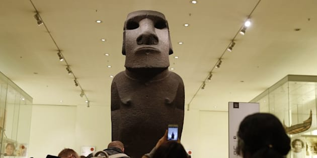 """Une délégation de l'île de Pâques est venue à Londres pour réclamer la restitution d'un """"moaï"""" géant, dérobé par les anglais il y a 150 ans."""