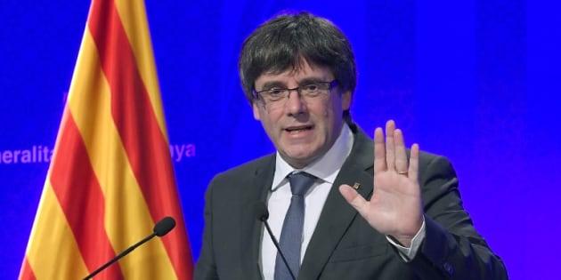 """Le président catalan Carles Puigdemont répond au roi Felipe VI et se dit déterminé à appliquer """"le résultat du référendum"""""""