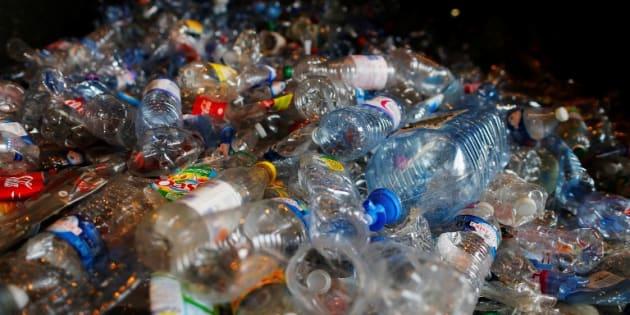 """Le gouvernement veut s'attaquer au plastique via """"un système de bonus-malus"""""""