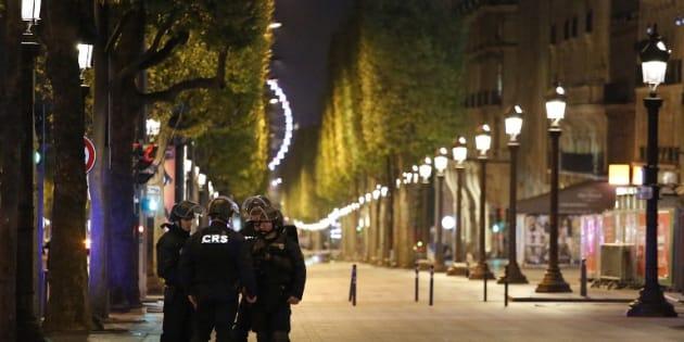 Attentat sur les Champs- Élysées: ce que l'on sait de l'assaillant