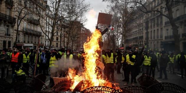 パリでデモが暴徒化!フランスの暴動デモが凄まじい!とか言うけれど「Gilets jaunes」
