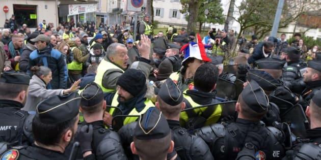Premiers heurts à Souillac avant l'arrivée de Macron pour le grand débat
