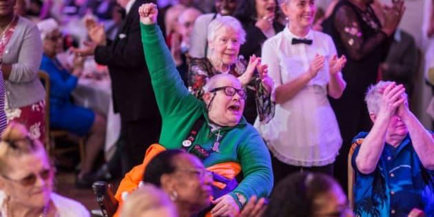 Así se vive una fiesta en la iniciativa The Posh para los más grandes de la sociedad británica