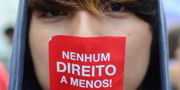 Manifestantes protestam contra reforma da Previdência em passeata na Avenida Paulista.