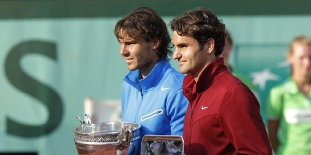 Rafael Nadal et Roger Federer à Roland Garros en 2011.    AFP PHOTO / PATRICK KOVARIK / AFP PHOTO / PATRICK KOVARIK