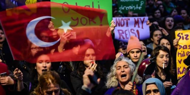 """Des partisans du """"non"""" à la réforme de la constitution en Turquie."""