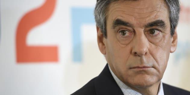 """François Fillon a bénéficié de """"prêts familiaux"""" de 30.000 euros pour payer des """"dettes fiscales""""."""