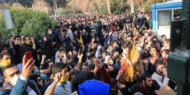 Des étudiants manifestant à Téhéran le 30 décembre 2017.